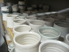 lotta mugs, sittin pretty, waiting..